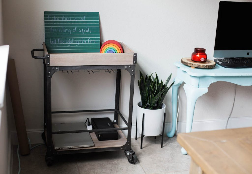Back to homeschool: a simplified space.