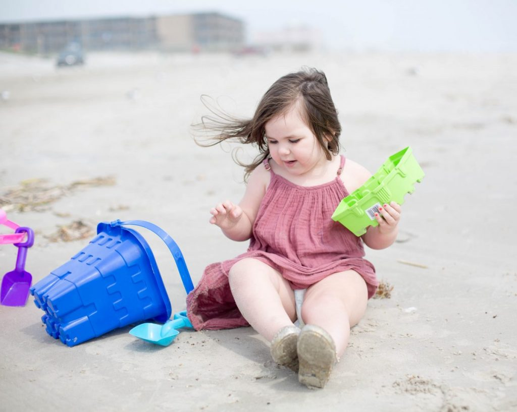 kids at the beach in corpus christi texas ocean gulf of mexico vacation road trip traveling for work houston blogger lifestyle blogger mommy blogger 2018
