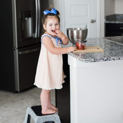 3 Simple and Smart Ways Your Preschooler Can Help You Cook